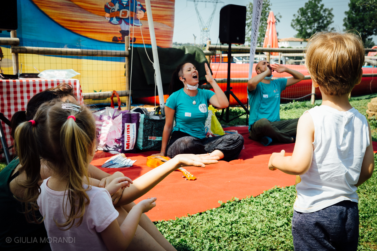 Suonando e leggendo spettacolo interattivo Mura Festival